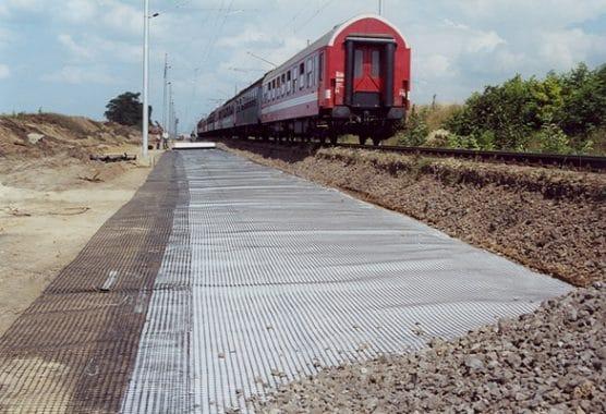 تقویت خط راه اهن